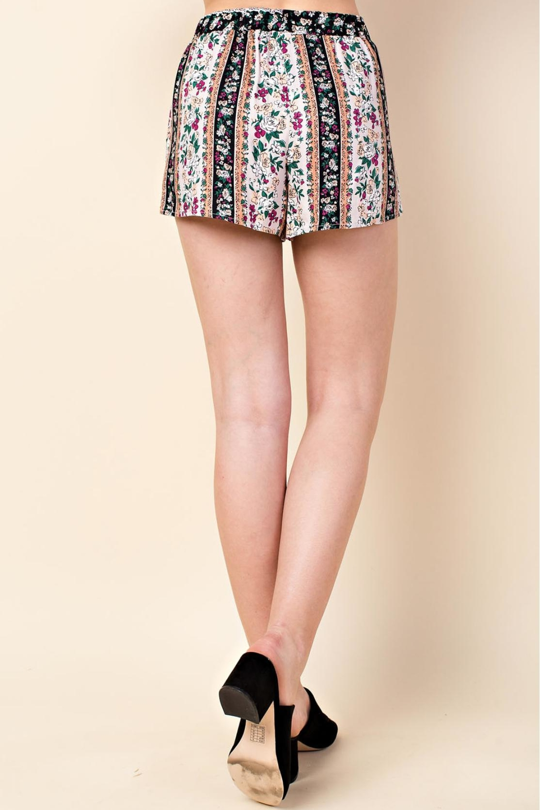 Wild Honey Multi-Floral Pattern Shorts - Back Cropped Image