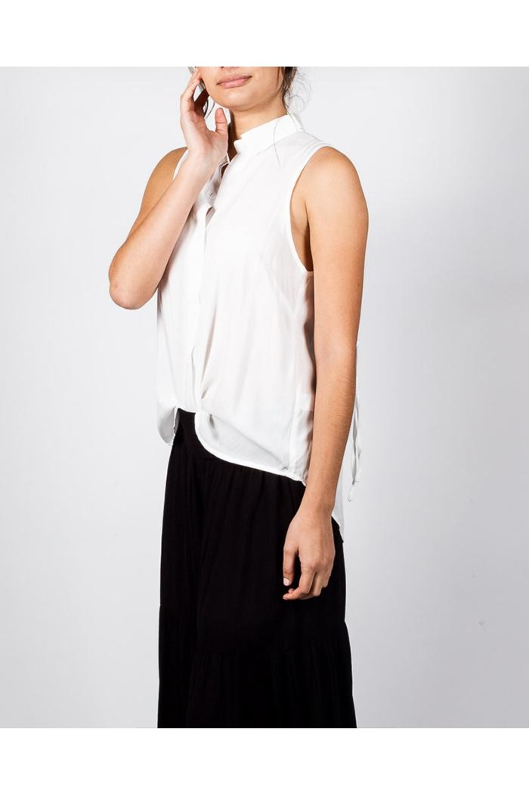 Mustard Seed Sleeveless Button-Down Top - Side Cropped Image