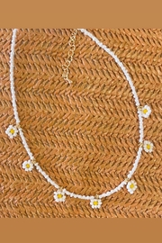 n/a Beaded White Daisy Necklace - Product Mini Image