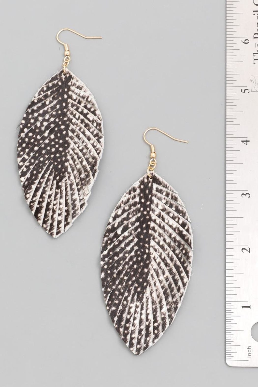 n/a Black Printed Leather Leaf Earrrings - Side Cropped Image