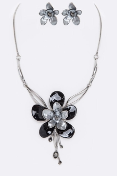 Nadya's Closet Enamel Flower Necklace Set - Alternate List Image