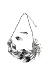 Nadya's Closet Floral Necklace Set - Front cropped
