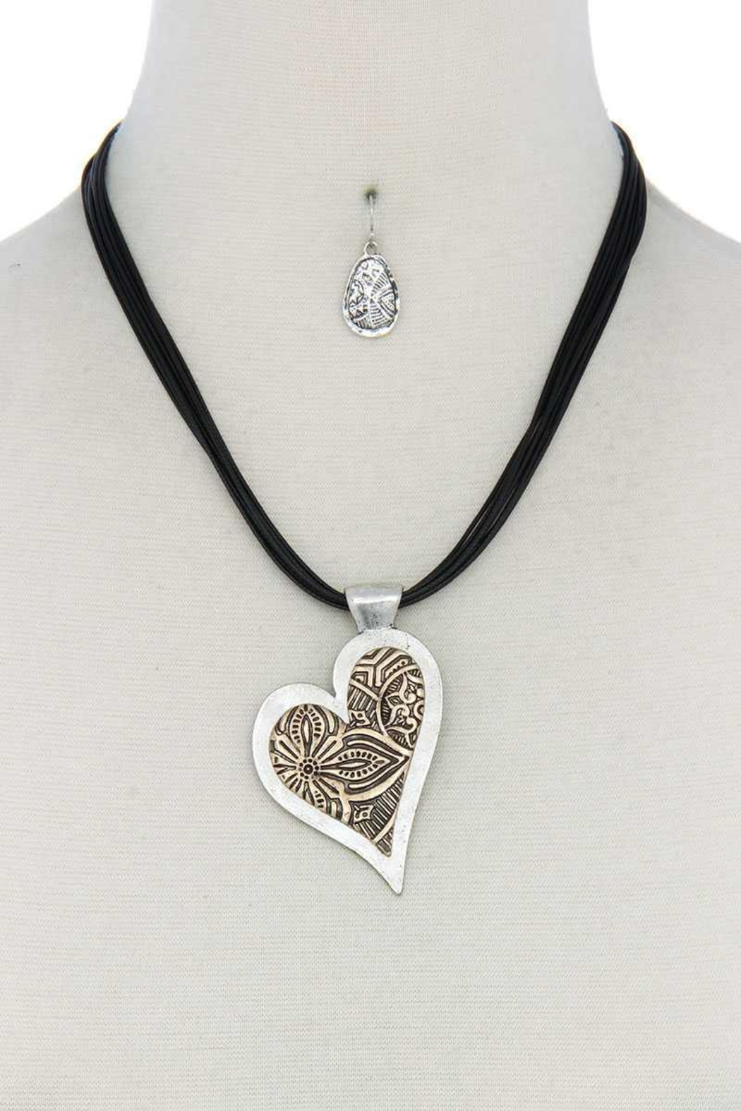Nadya's Closet Heart Pendant Necklace - Front Cropped Image
