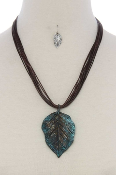 Nadya's Closet Leaf Pendant Necklace - Alternate List Image