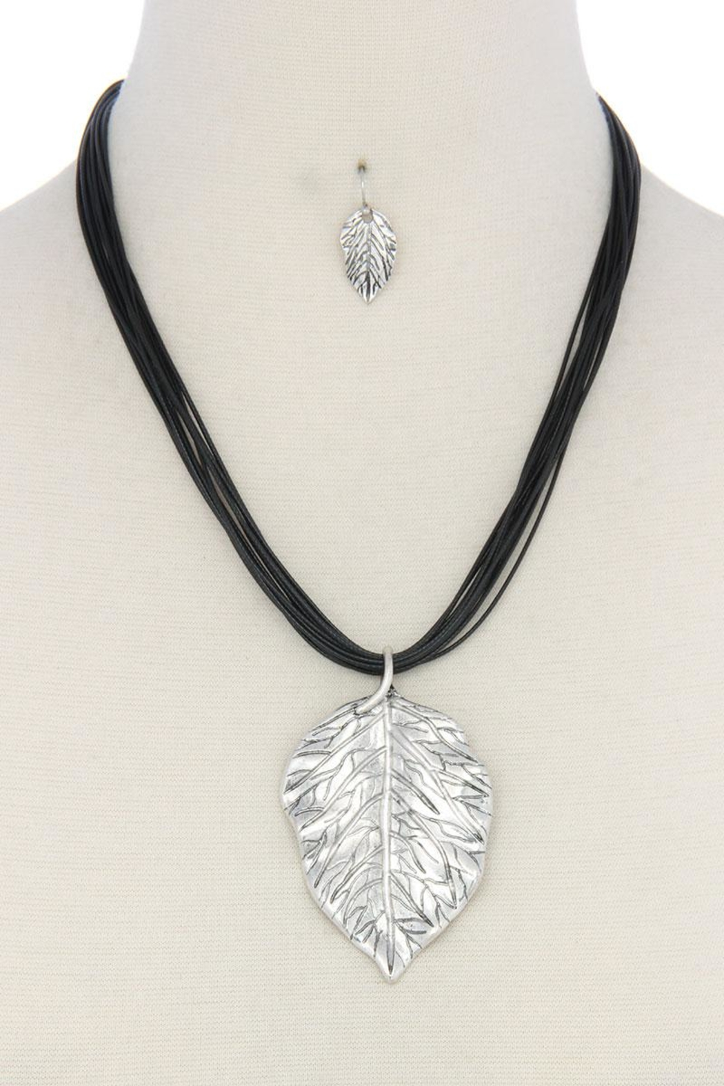 Nadya's Closet Leaf Pendant Necklace - Front Cropped Image