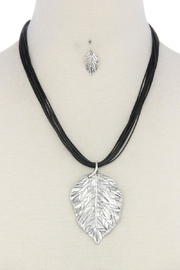 Nadya's Closet Leaf Pendant Necklace - Front cropped