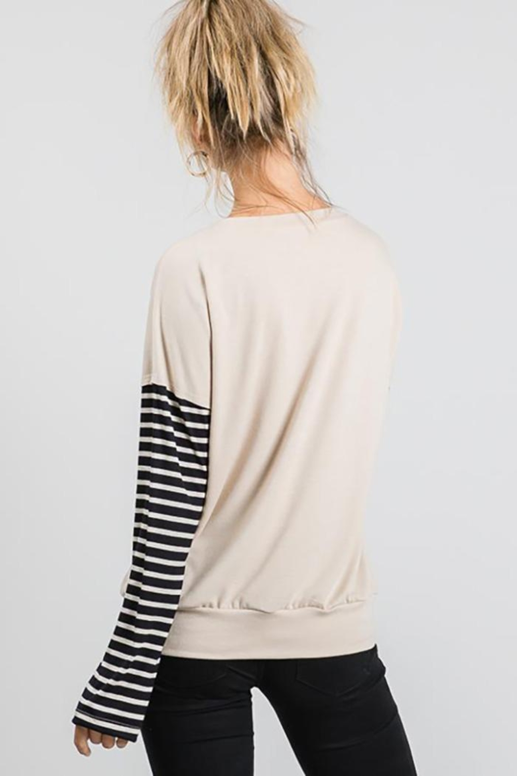 Nadya's Closet Long Sleeve Graphic Pullover Loose Sweat Shirt - Side Cropped Image