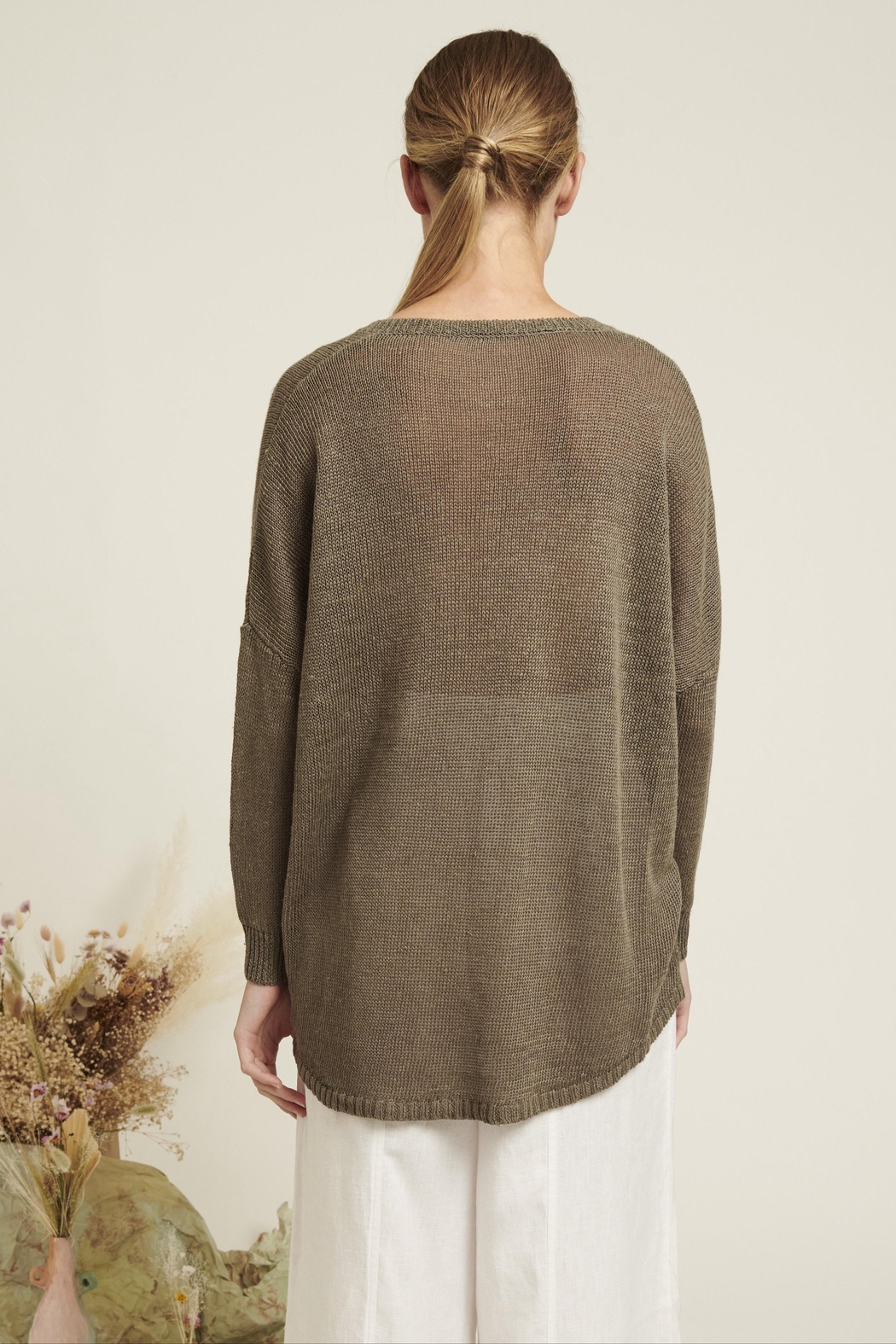 Naif Montreal Relaxed Linen Sweater - Side Cropped Image
