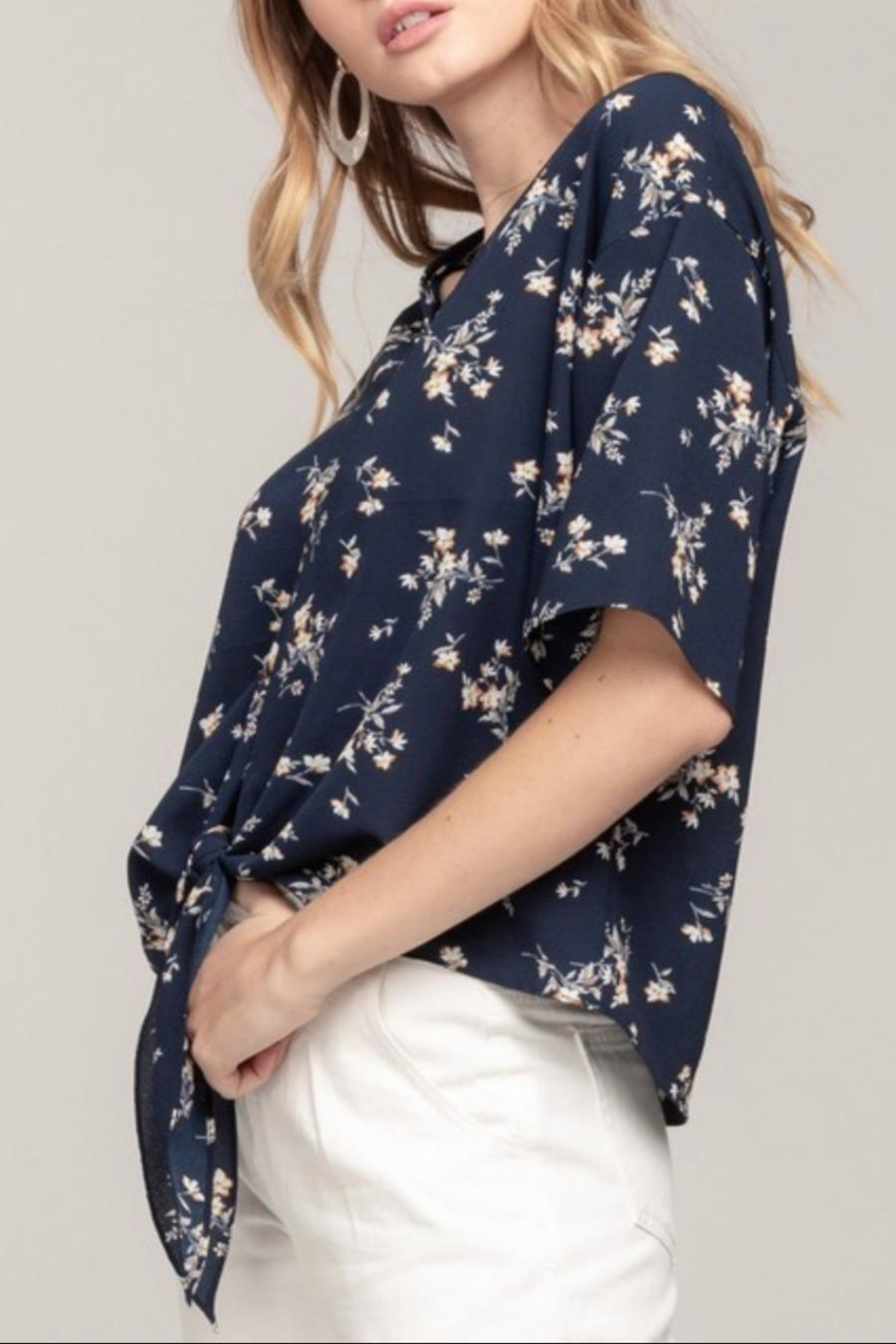 Everly Navy Floral Top - Side Cropped Image