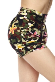 New Mix Floral Camo Short - Side cropped
