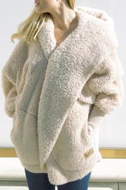 Nordic Beach Fluffy Wrap - Front cropped