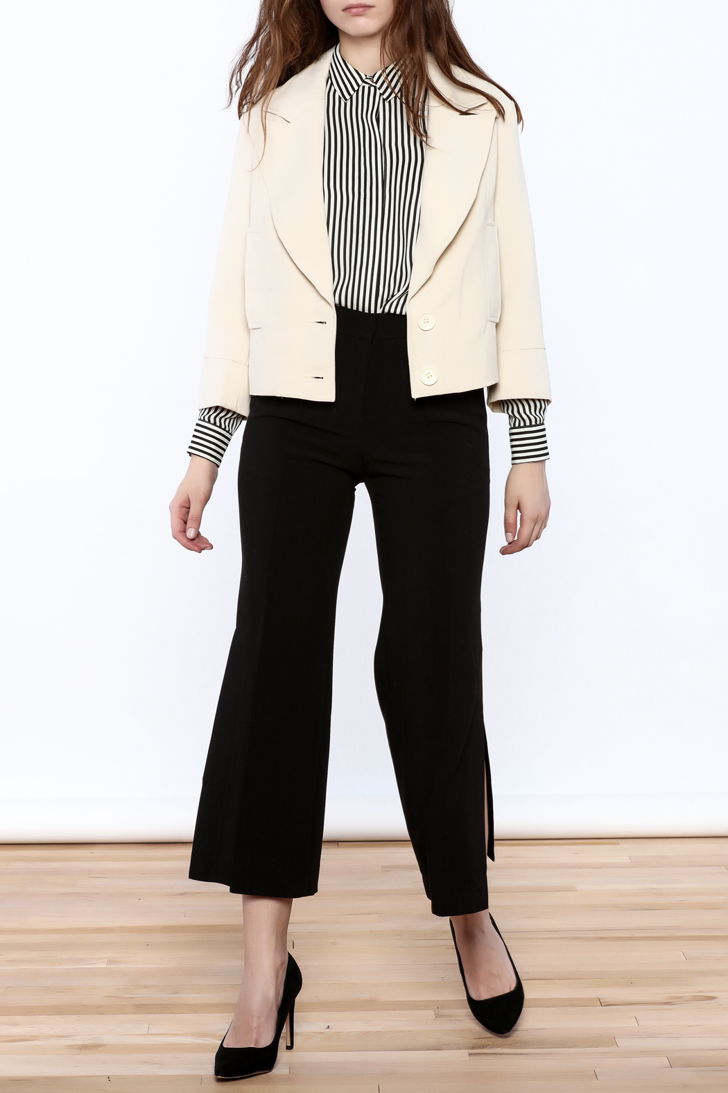 NU New York Cream Cropped Blazer - Side Cropped Image