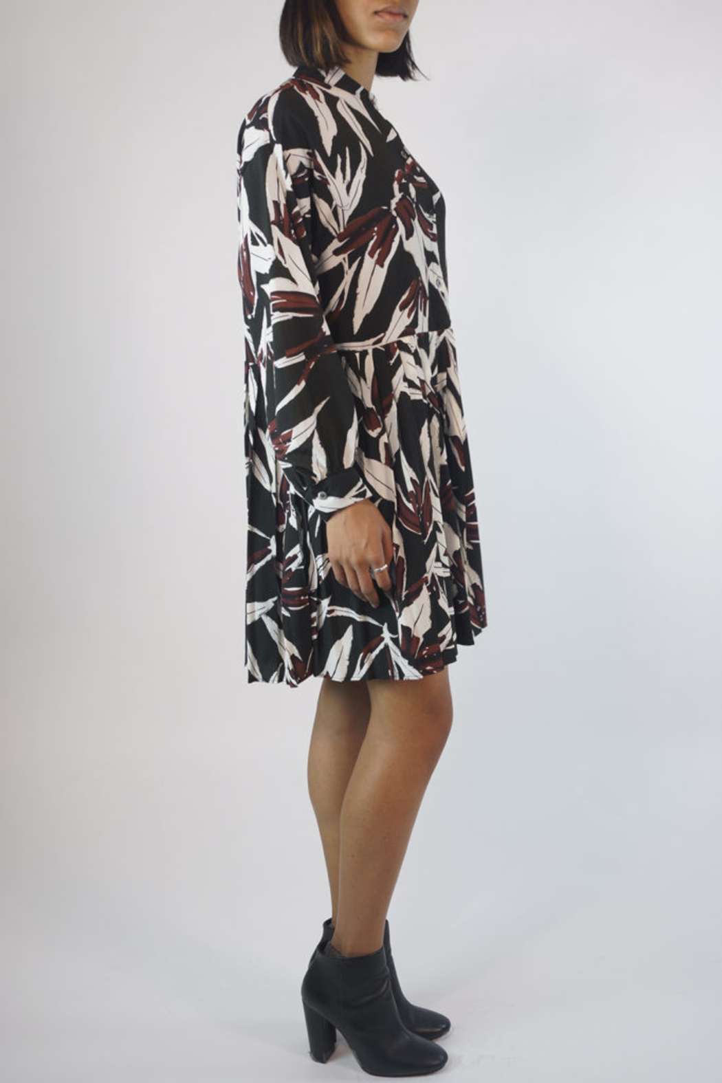 NU New York AUTUMN PLEATED DRESS - Side Cropped Image