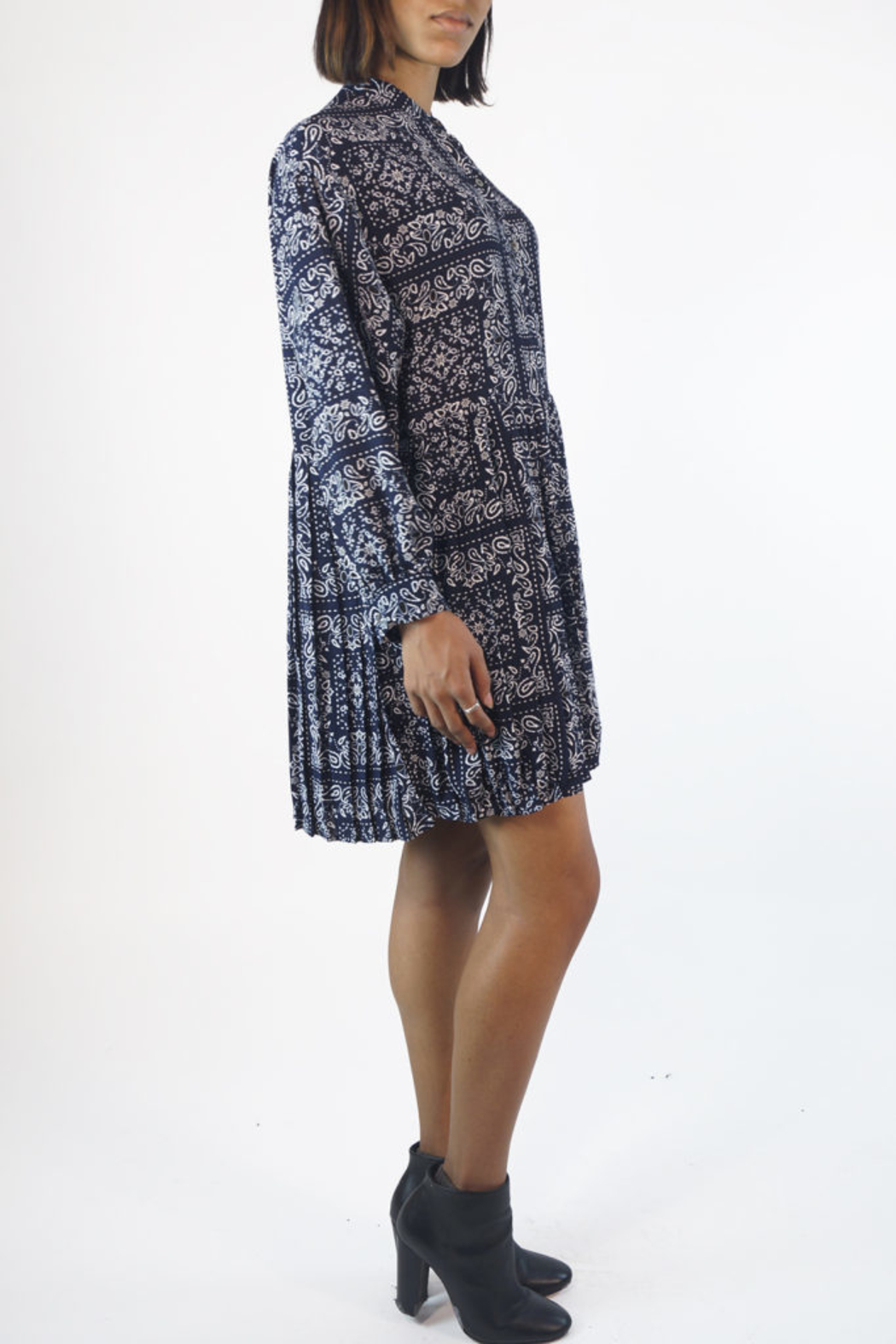 NU New York PAISLEY PLEATED DRESS - Side Cropped Image