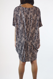 NU New York SCOOP GEO TUNIC - Back cropped