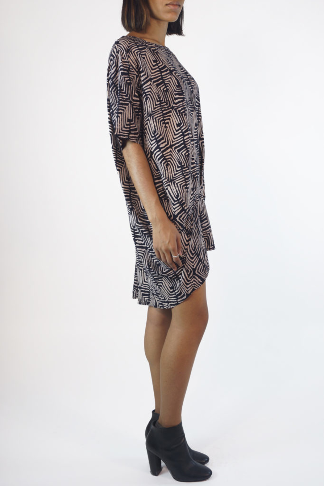 NU New York SCOOP GEO TUNIC - Side Cropped Image