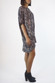 NU New York SCOOP GEO TUNIC - Side cropped
