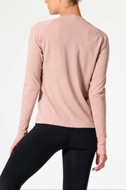 NUX Sleek Ls Tee - Side cropped