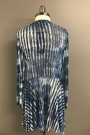 Michael Tyler Collections Ocean Waves Top - Side cropped