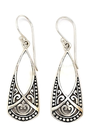 Oceania Maui Dangling Shell Earrings - Front cropped