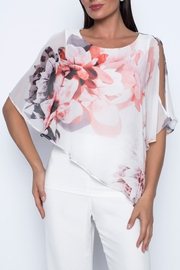 Frank Lyman Off White/Coral Woven Top - Product Mini Image