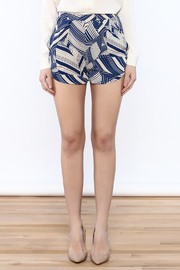 olivacious Graphic Print Shorts - Side cropped