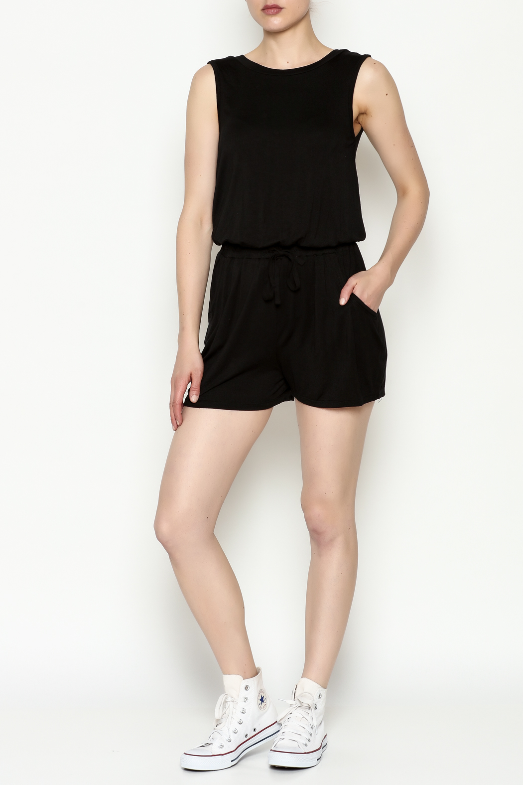 Olive & Oak Black Sleeveless Romper - Side Cropped Image