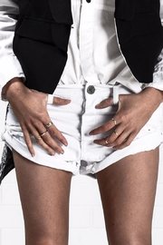 One Teaspoon White Beauty Bandit Shorts - Front cropped