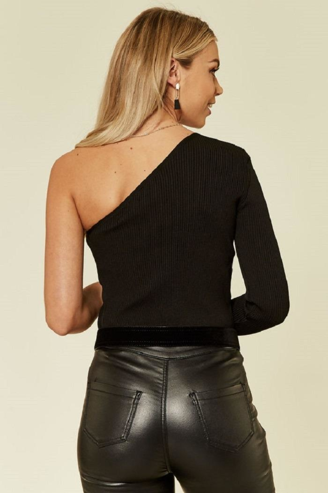 Urban Touch Oneshoulder Knitted Top - Side Cropped Image