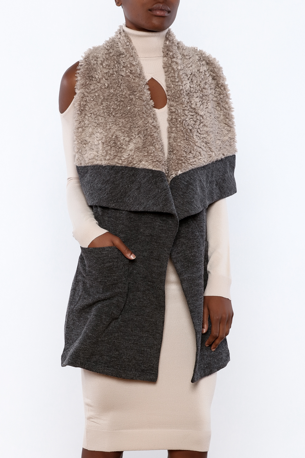 The fall style you're looking for. With large and small diamond-quilted panels and a detachable faux fur collar, this Dennis Basso vest is perfect over a long-sleeved tee or /5(13).