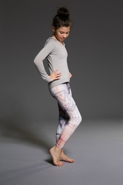 Onzie Sand Capri - Side cropped