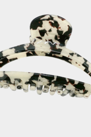 Lyn -Maree's Open Hair Claw Clip - Front cropped