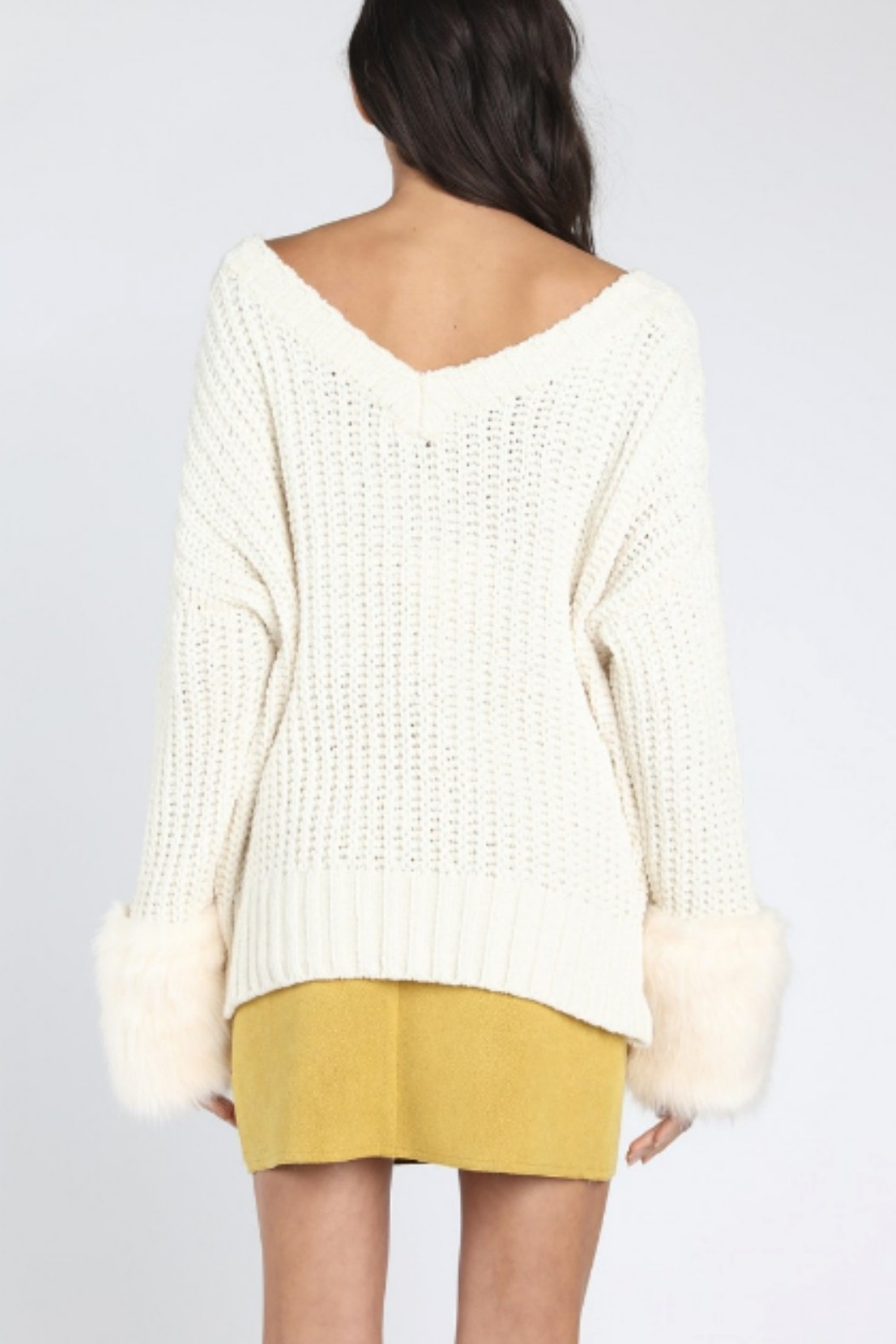 Honey Punch Oversized Fur Cuff Sweater - Side Cropped Image