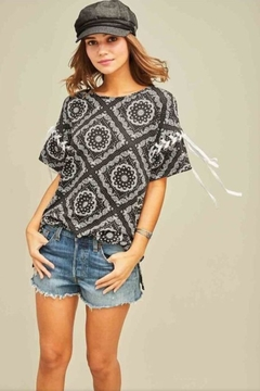 7b2b58a938511 ... Entro Paisley Print Top - Product List Image