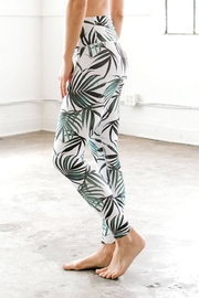 DYI Palm Signature Tight - Side cropped