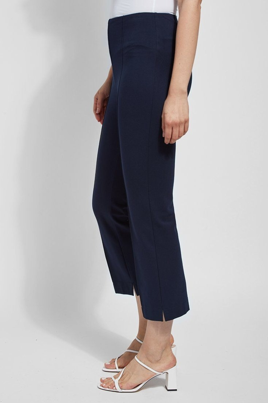 Lyssé Wide leg pull on cropped pant - Main Image