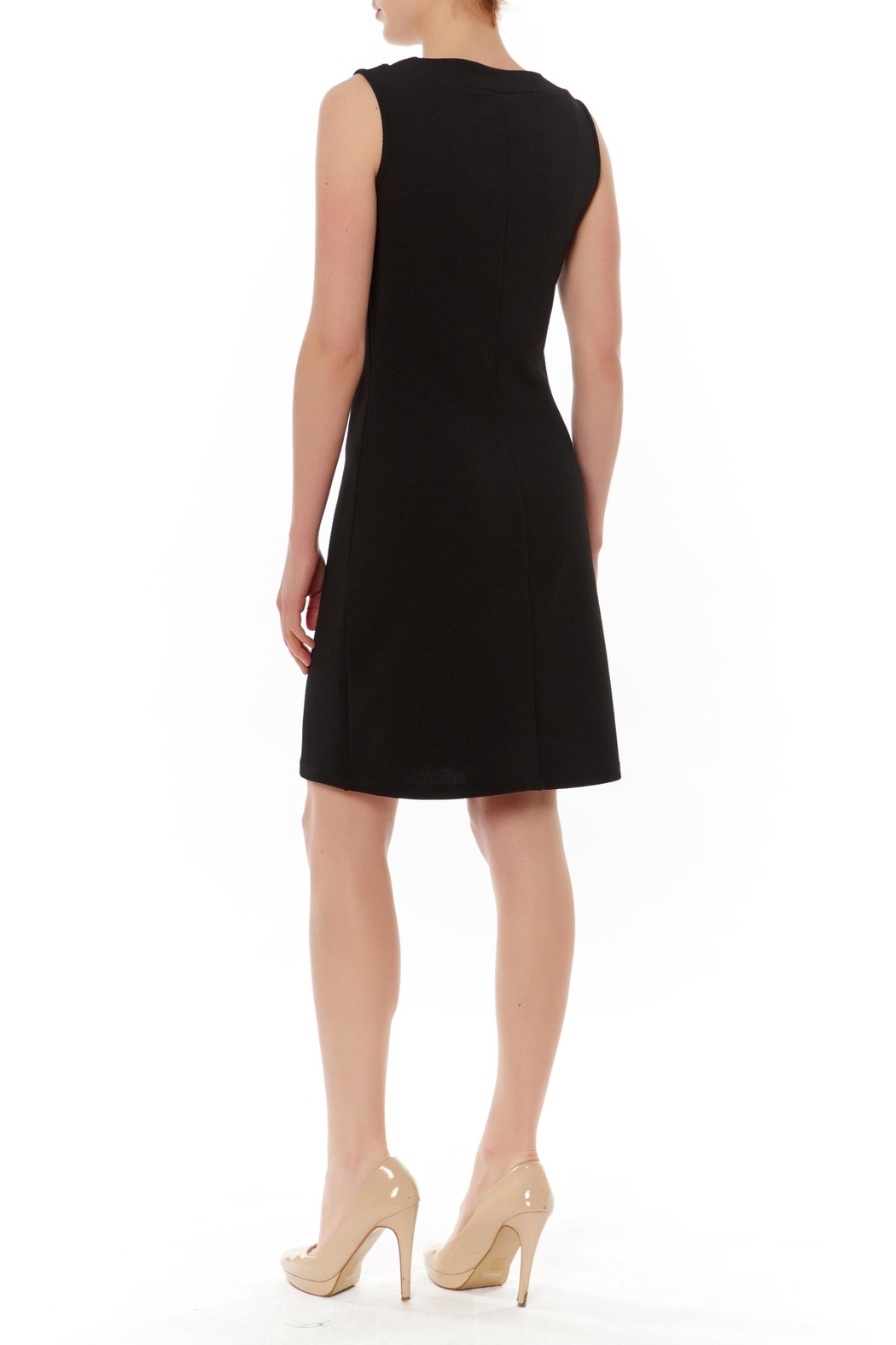 PAPILLON BLANC Black Sleeveless Shift Dress - Front Full Image