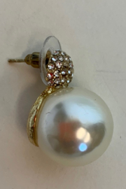 Dominique PEARL EARRING - Front full body