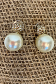 Dominique PEARL EARRING - Front cropped