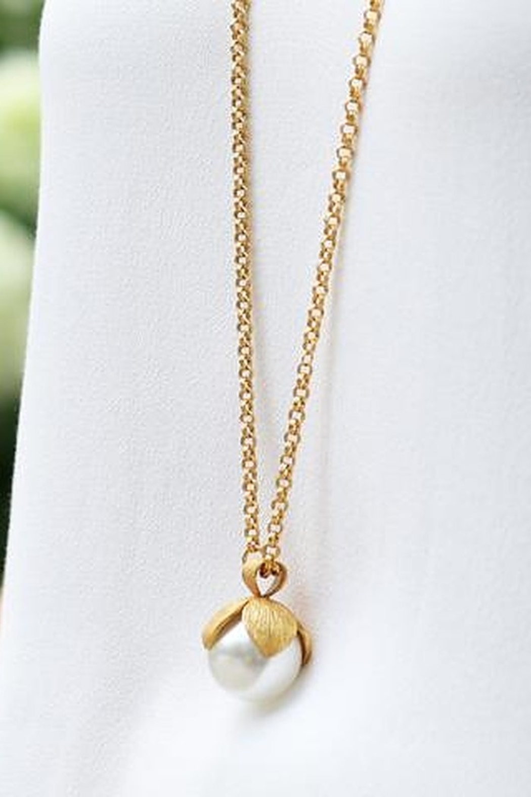 The Birds Nest Penelope Pendant Gold Pearl - Main Image