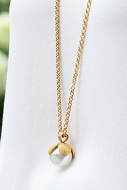 The Birds Nest Penelope Pendant Gold Pearl - Front cropped