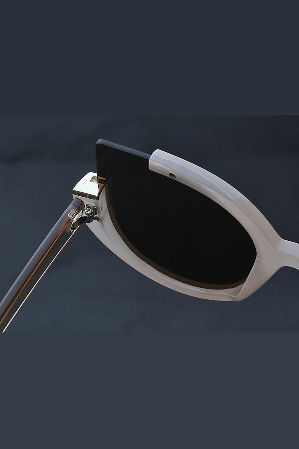 People Outfitter Abbey Cat Sunglasses-2 - Side Cropped Image