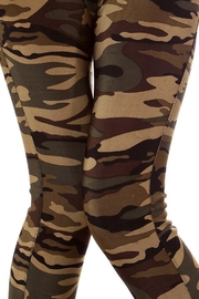 People Outfitter Camo Leggings - Back cropped