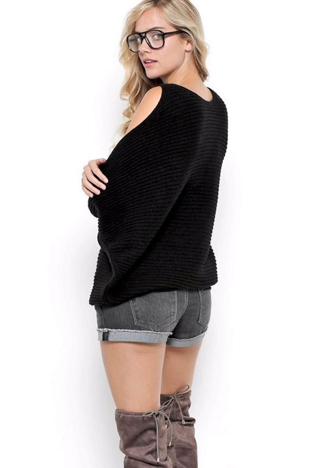 People Outfitter Courtney's New Sweater - Side Cropped Image