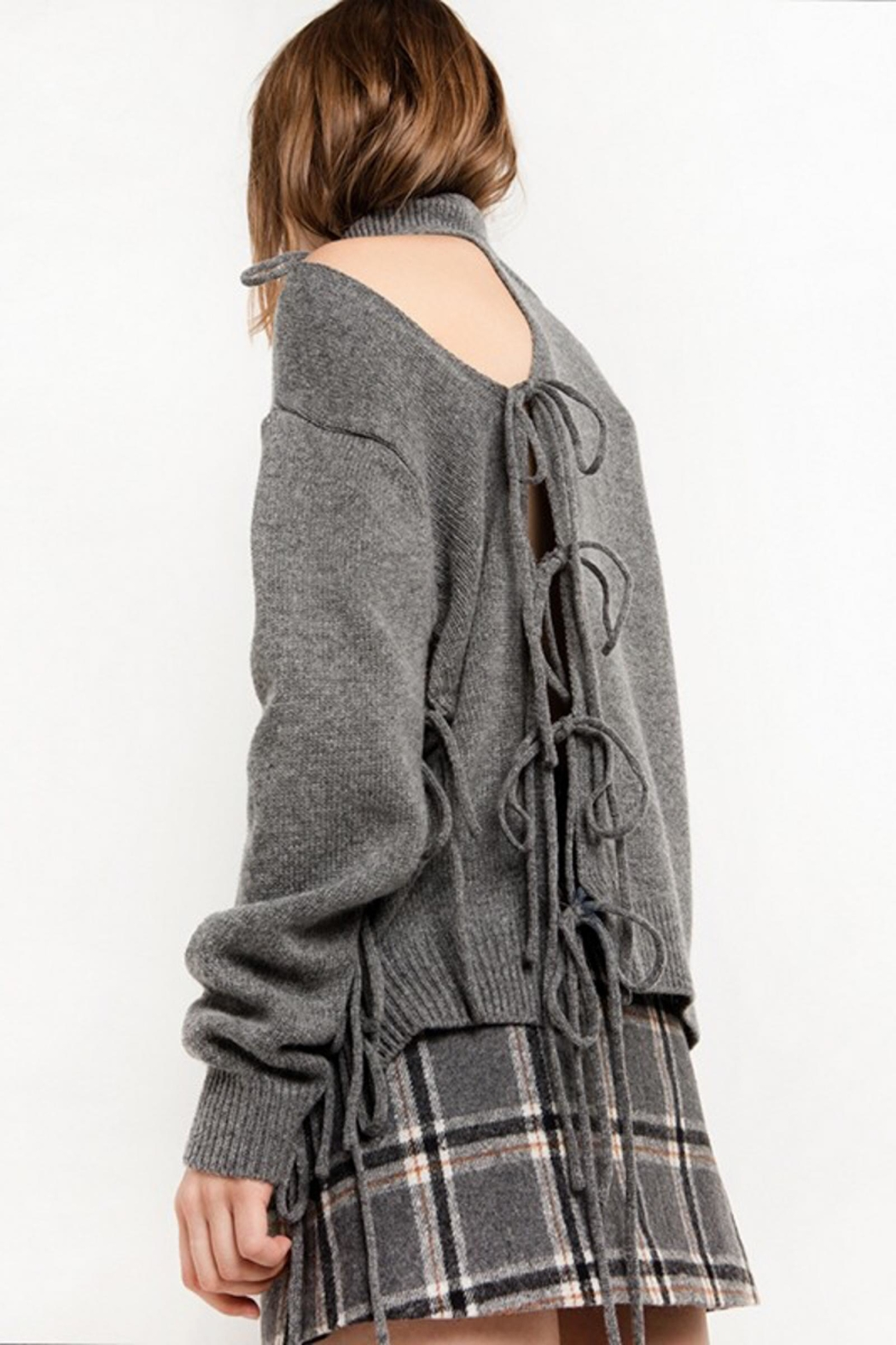 People Outfitter Grey Cut Out Turtleneck Sweater - Side Cropped Image