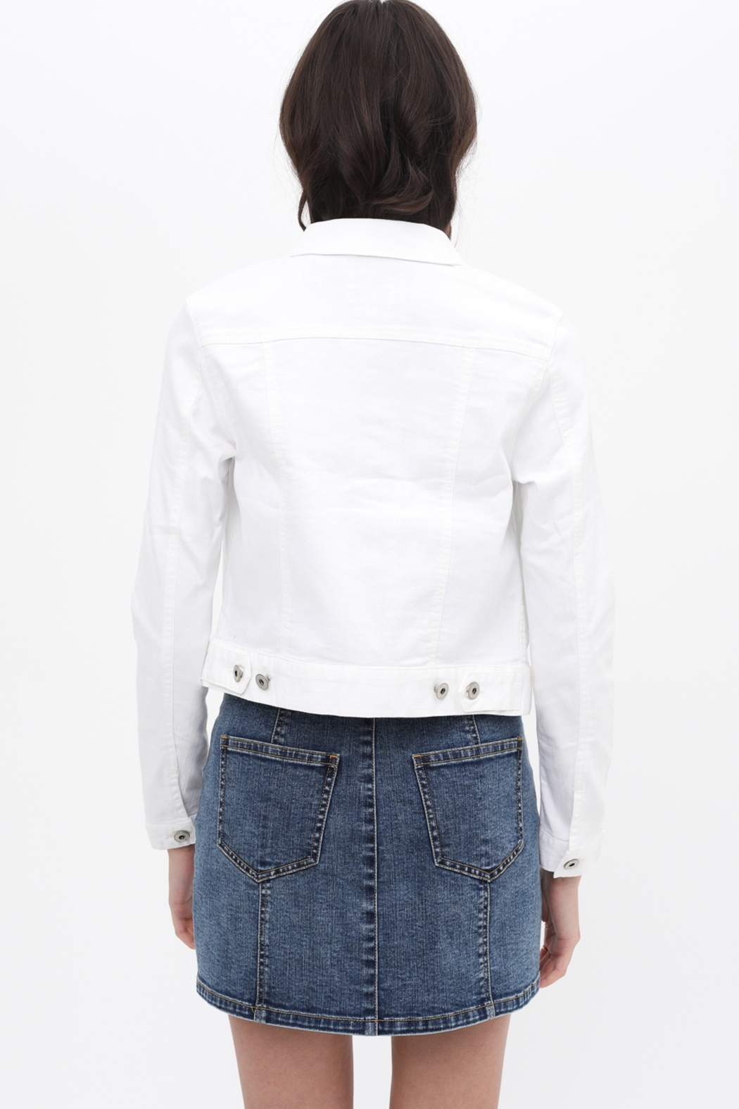 Lyn -Maree's Perfect White Denim Jacket - Side Cropped Image
