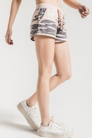 z supply Pink Camo Shorts - Back cropped