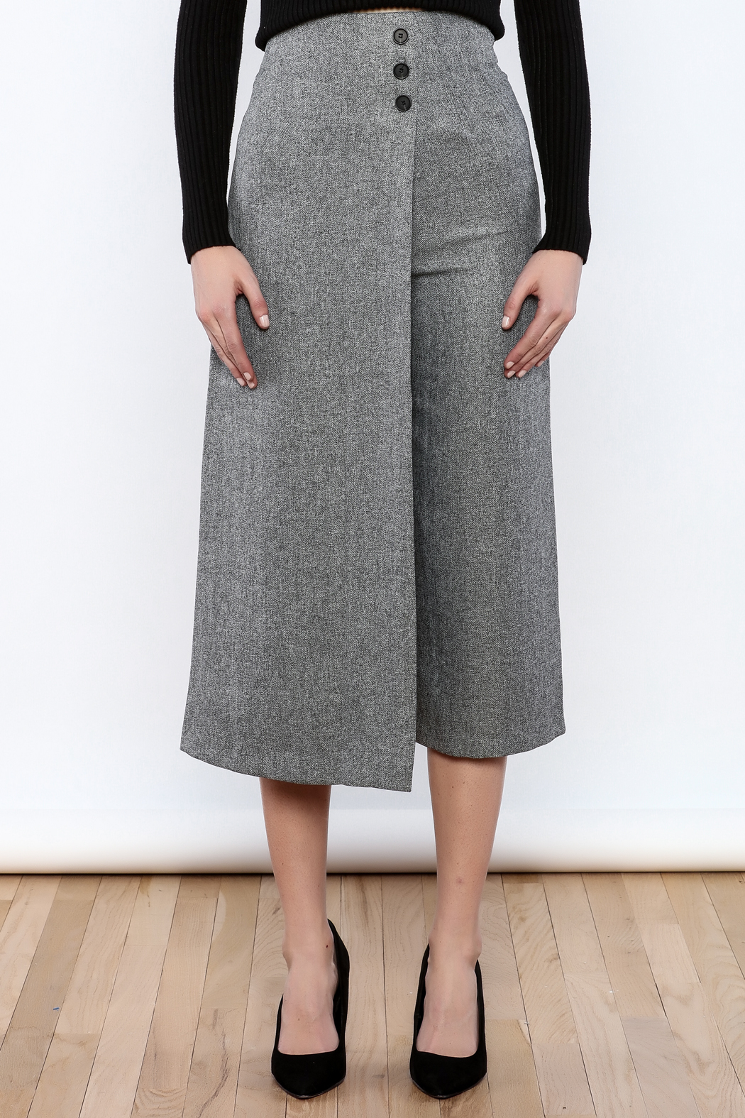 Pinkyotto Button Over Culottes - Side Cropped Image