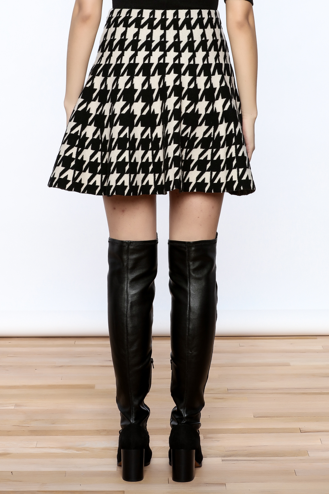 Pinkyotto Houndstooth Large Print Skirt - Back Cropped Image