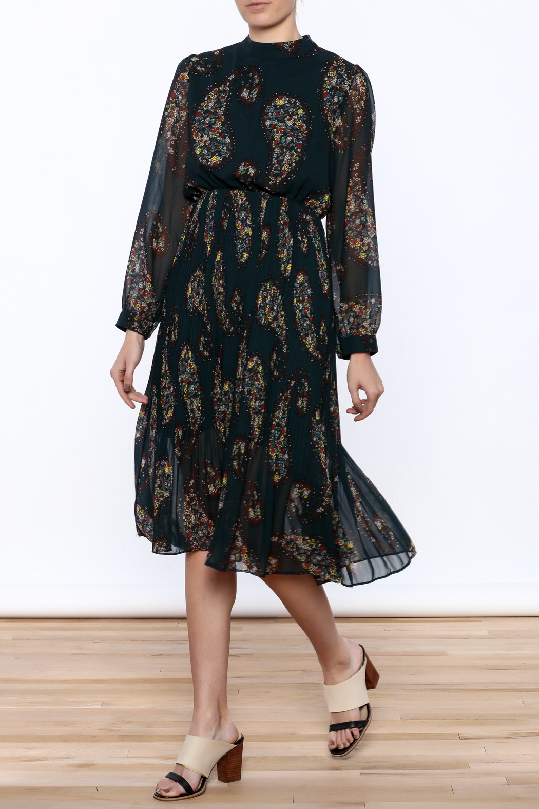 Pinkyotto Paisley Print Pleated Dress - Front Cropped Image